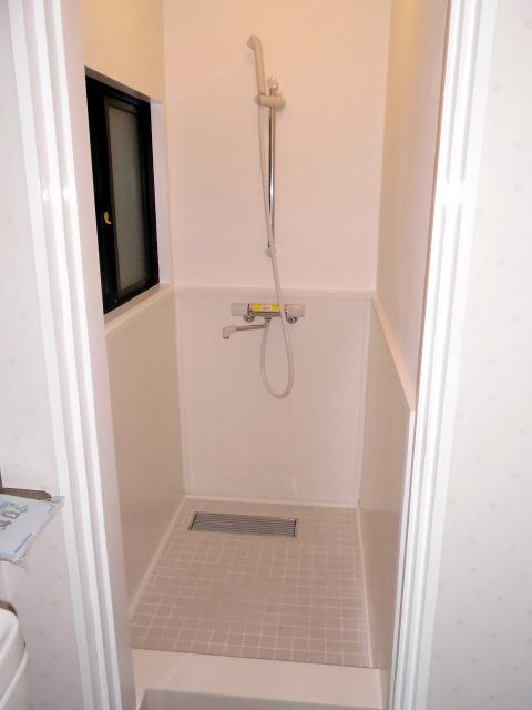 その場所を床・壁・天井のすべてを防水仕様にして、シャワールームに変更です